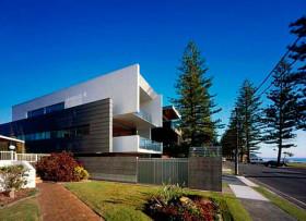 Проект дома для узкого участка, семейный Beach House