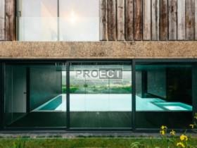 дом с бассейном и частным садом