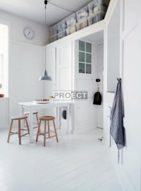 Красивый белый дом с умными решениями